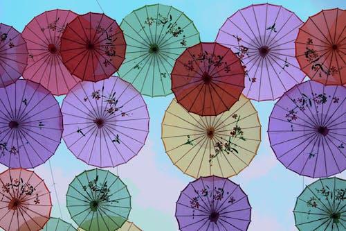 Photos gratuites de coloré, couleurs, parapluie, parapluies