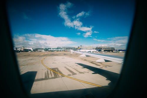 Gratis lagerfoto af blå himmel, dublin, flyvemaskine, lufthavn
