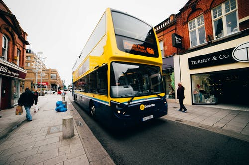 çift katlı otobüs içeren Ücretsiz stok fotoğraf