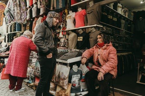 Kostenloses Stock Foto zu einkaufen, handel, händler, männer