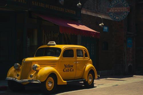 Kostenloses Stock Foto zu auto, fahrzeug, gelbes taxi, klassisch
