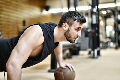Fotos de stock gratuitas de adentro, bíceps, concentración