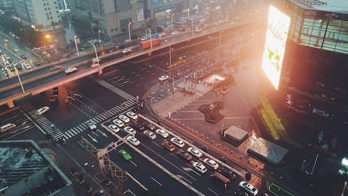 シティ, ダウンタウン, トラフィックの無料の写真素材