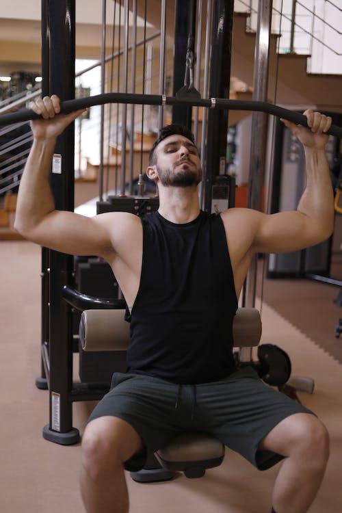 Immagine gratuita di allenamento, attrezzature per l'allenamento, bicipiti, body building