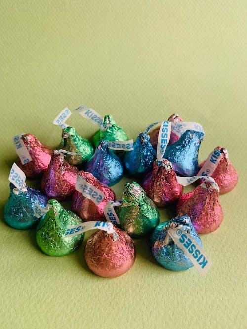 Foto profissional grátis de beijos, cheio de cor, chocolate