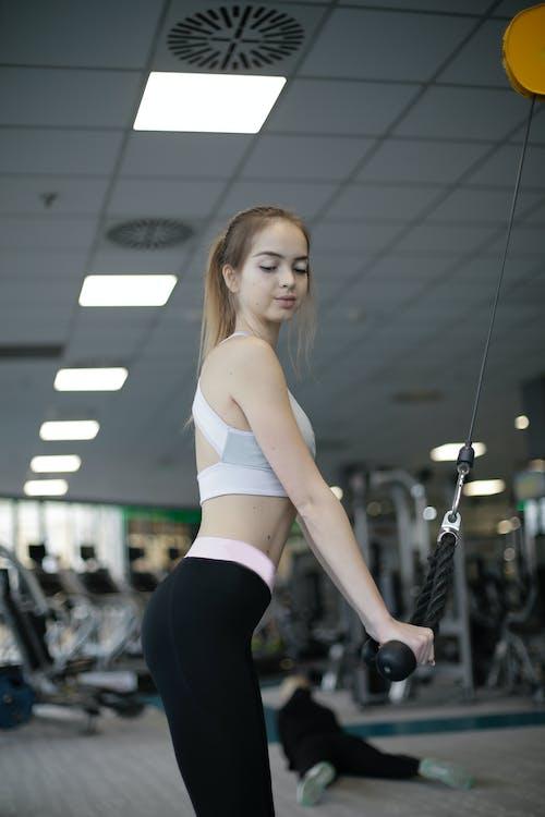 Gratis lagerfoto af fitness, indendørs, krop, kvinde