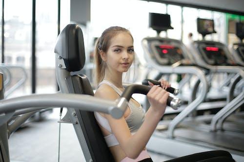 Gratis lagerfoto af fitness, indendørs, kvinde, motion