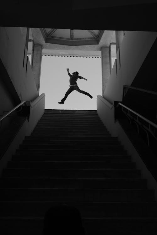 adam, adım atmak, aksiyon, aktivite içeren Ücretsiz stok fotoğraf