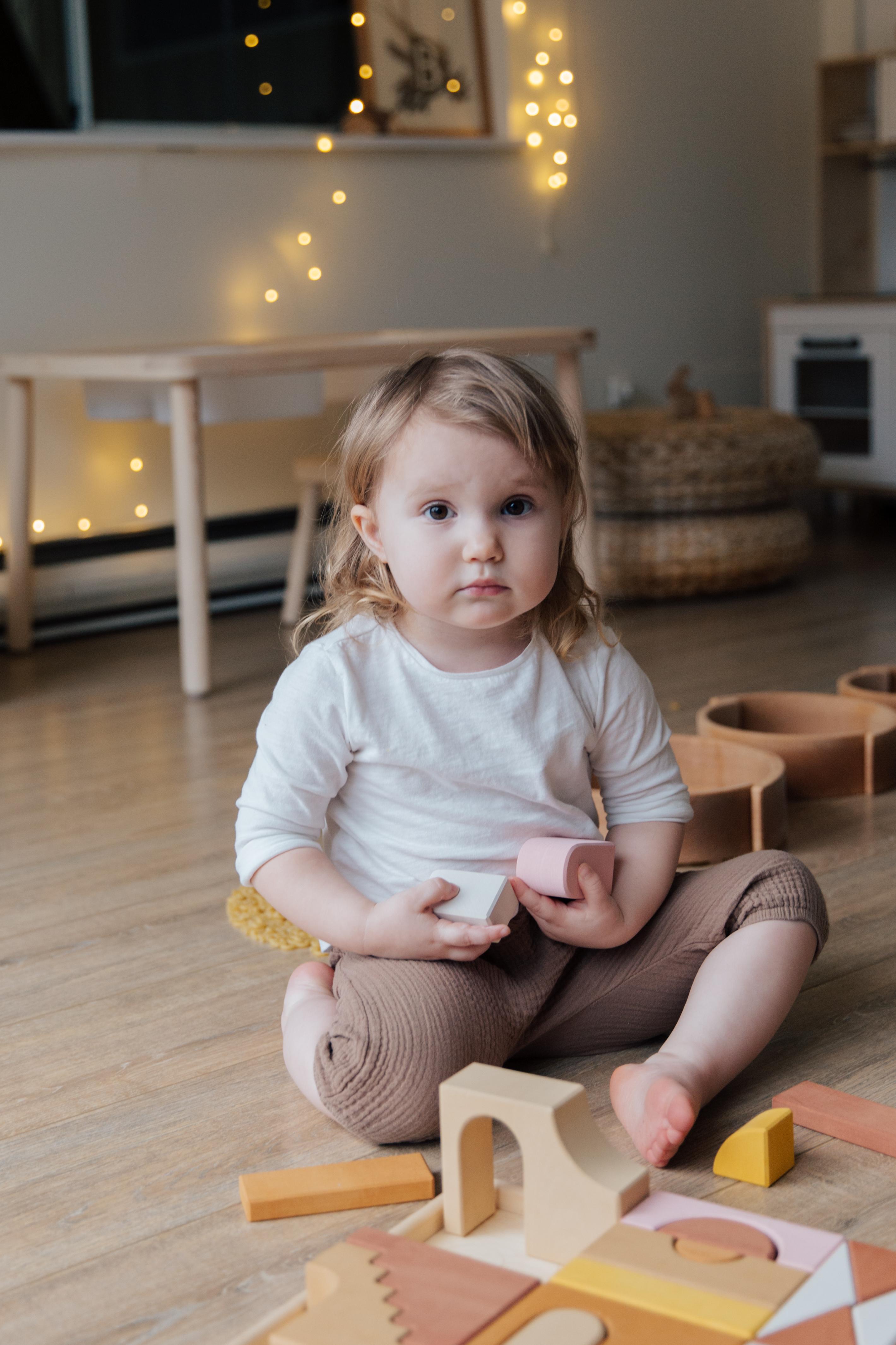 klocki drewniane dla dzieci w wieku 2 lata lub mniej