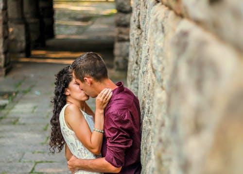 açık hava, aşık, aşıklar içeren Ücretsiz stok fotoğraf
