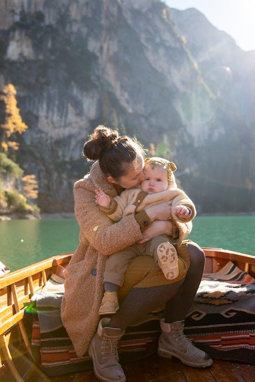 Fotos de stock gratuitas de abrazando, abrazar, abrazo