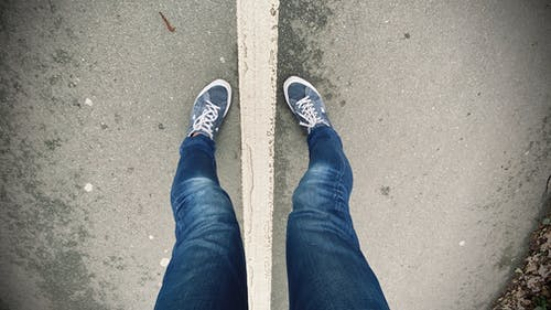 Free stock photo of asphalt road, blue jeans, converse, converse all-star