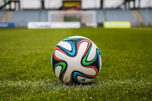 çim, çimen, Futbol, maç içeren Ücretsiz stok fotoğraf