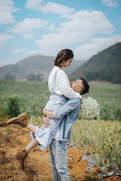 Foto profissional grátis de afeição, alegre, alegria, amor