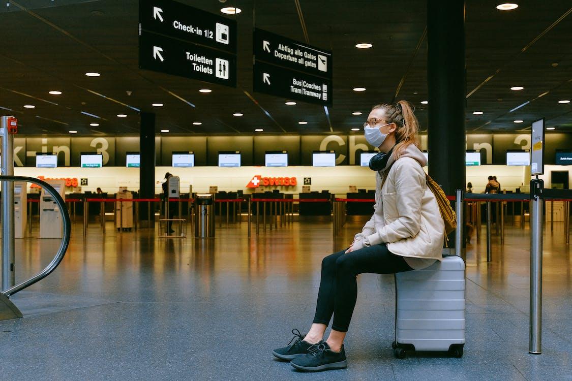 bagaj, beklemek, coronavirüs içeren Ücretsiz stok fotoğraf
