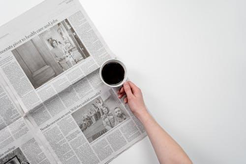 Fotobanka sbezplatnými fotkami na tému biela, čierna káva, denné spravodajstvo, denník