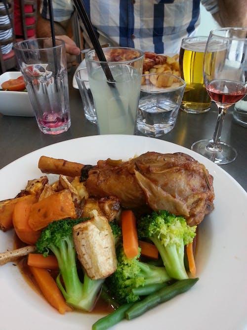Безкоштовне стокове фото на тему «баранина нога, вечеря, овочі»