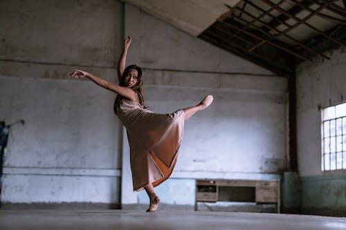 Foto d'estoc gratuïta de art Contemporani, balanç, ballant, Ballarí de ballet
