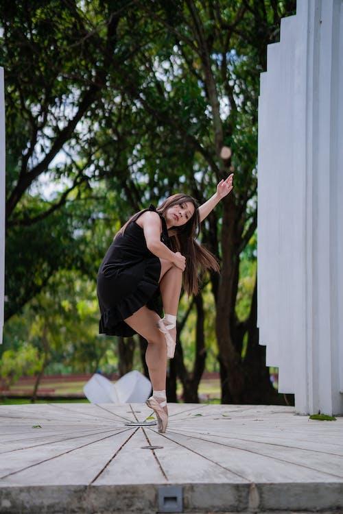 Kostenloses Stock Foto zu auf zehenspitzen, ballerina, ballerinas, ballett