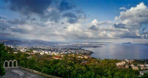 Fotobanka sbezplatnými fotkami na tému mesto, more, more mrakov