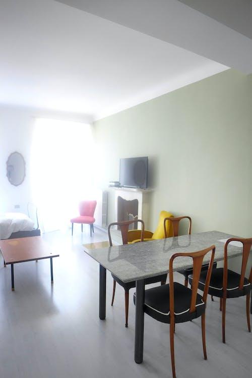 Darmowe zdjęcie z galerii z nowoczesny, pokój gościnny, staroświecki