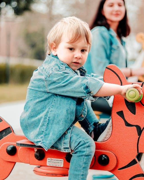 Kostenloses Stock Foto zu baby, draußen, freizeit, freude