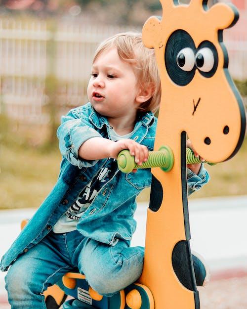 Kostenloses Stock Foto zu baby, freude, junge, kind
