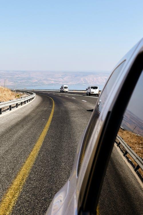 açık hava, aksiyon, arabalar, araç kullanmak içeren Ücretsiz stok fotoğraf