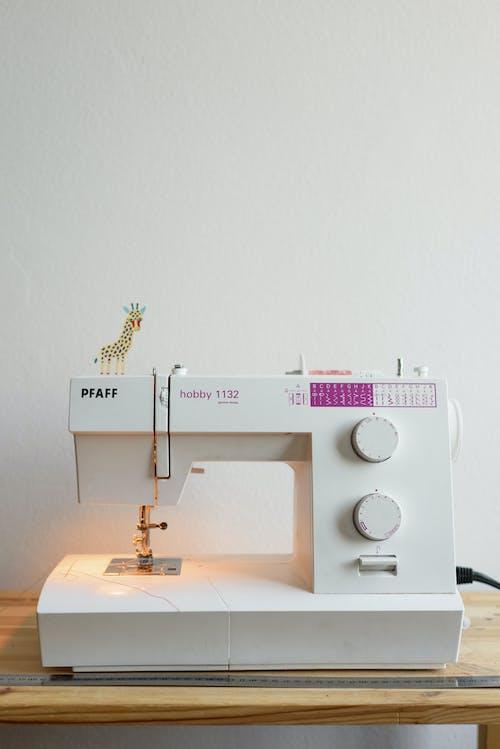 Gratis arkivbilde med håndverk, maskineri, sy, sydame