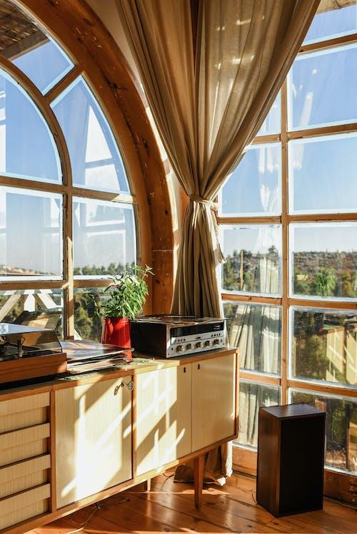 Gratis stockfoto met architectuur, binnenshuis, chique, draaitafel