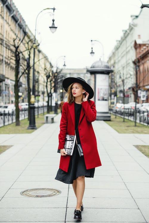 人行道, 光鮮亮麗, 城市, 大衣 的 免费素材图片