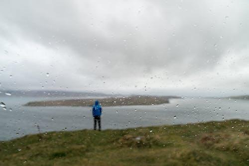 adam, bulanıklık, bulutlar, deniz içeren Ücretsiz stok fotoğraf