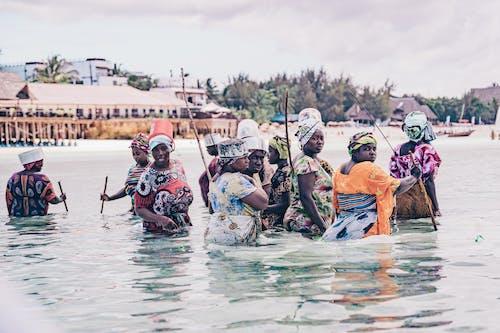 Δωρεάν στοκ φωτογραφιών με Άνθρωποι, γυναίκες, θάλασσα, κόσμος