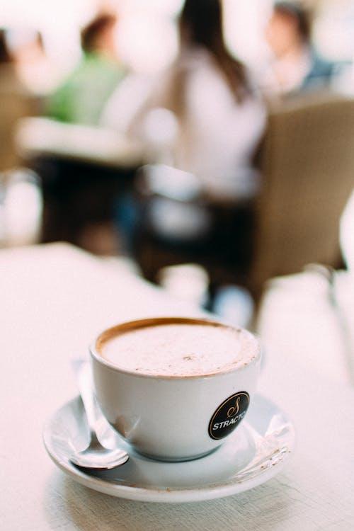 Foto d'estoc gratuïta de bar, barra, cadires, cafè
