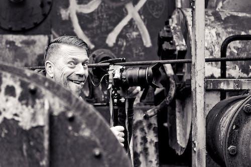 人, 做鬼臉, 單反相機, 單眼相機 的 免費圖庫相片