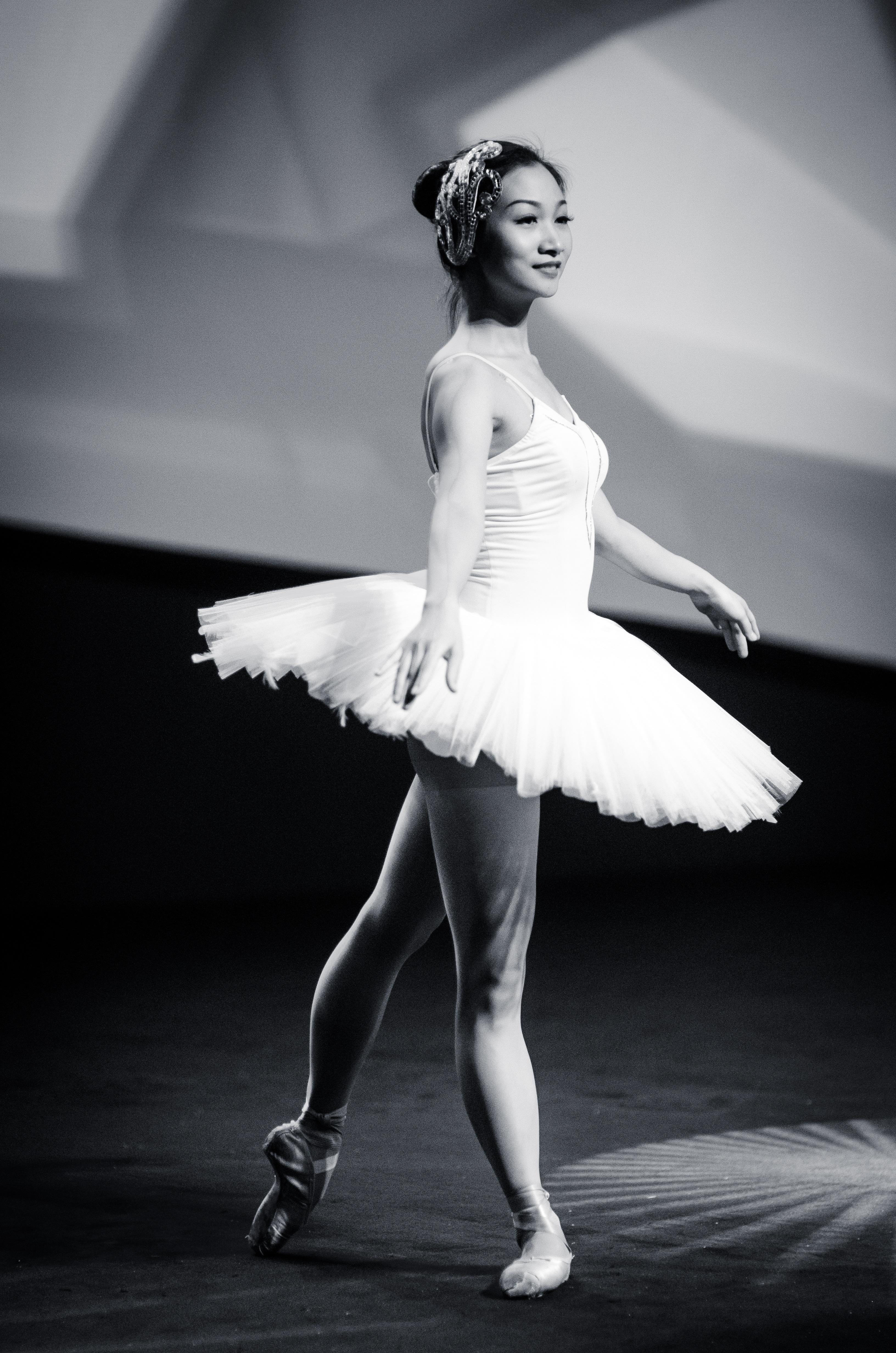 https://images.pexels.com/photos/39572/ballet-dance-dancer-ballerina-39572.jpeg