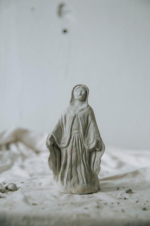 Mini gypsum sculpture in Holy shape