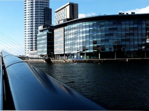 Foto d'estoc gratuïta de aigua, arquitectura, baranes, blau