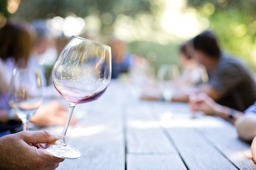 Бесплатное стоковое фото с бокал вина, вино, люди, максросъемка