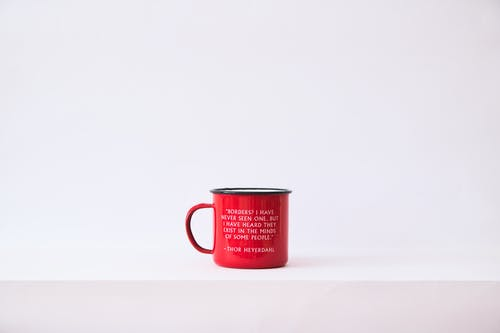Základová fotografie zdarma na téma bílé pozadí, červená, červený pohár, citát