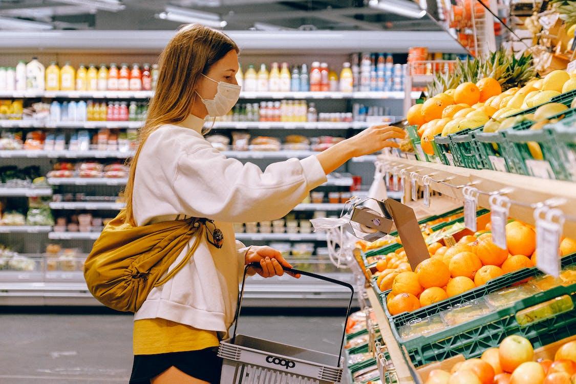 Immagine gratuita di bancarella della frutta, cestino della spesa, coronavirus