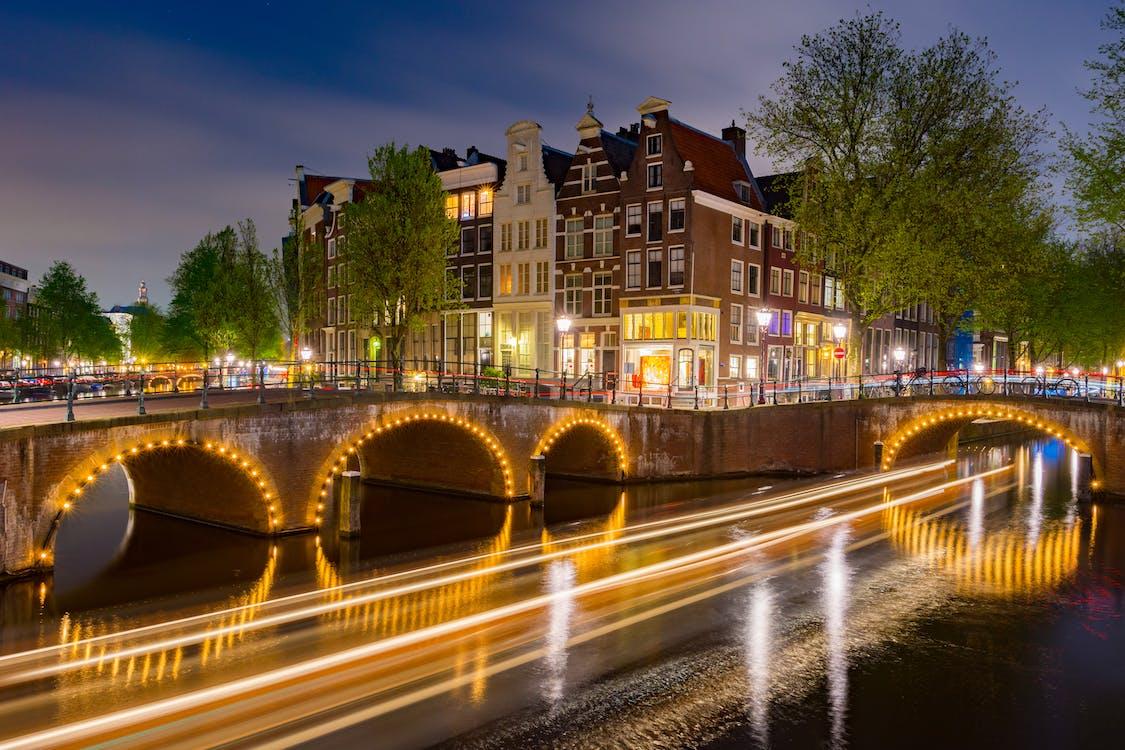 Fotografia Em Lapso De Tempo Das Luzes Da Cidade Durante A Noite