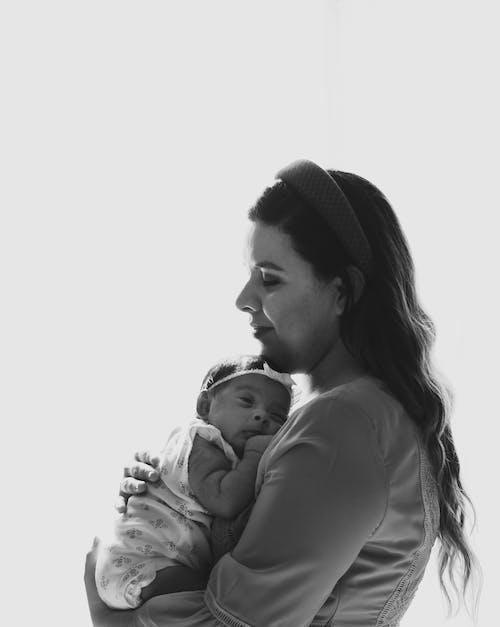 Ilmainen kuvapankkikuva tunnisteilla aikuinen, äiti, äiti ja lapsi, jälkeläinen