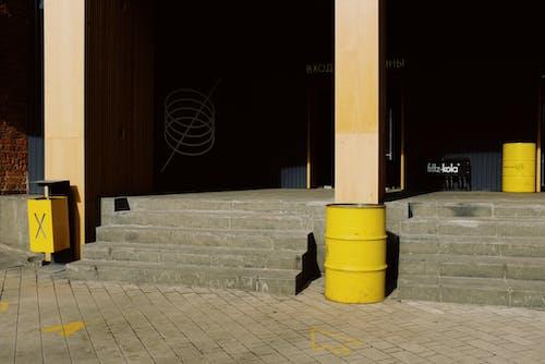 Foto profissional grátis de amarelo, ao ar livre, aparência, área