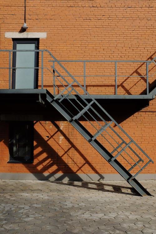 Бесплатное стоковое фото с архитектура, здание, лестница, металл