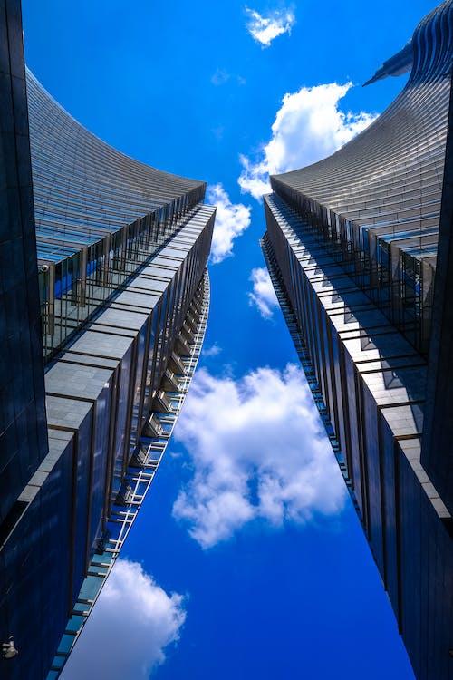 Darmowe zdjęcie z galerii z architektura, budowa, budynki, błękitne niebo