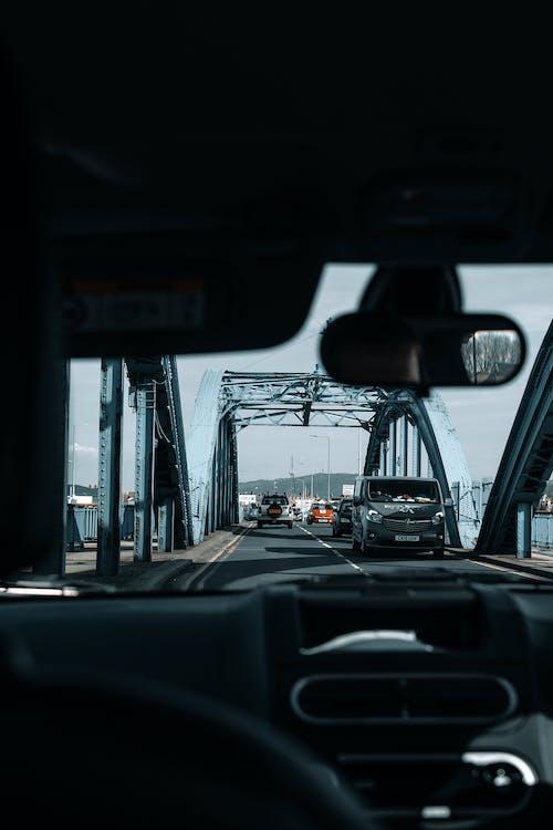 交通, 交通系統, 儀表板, 擋風玻璃 的 免费素材照片