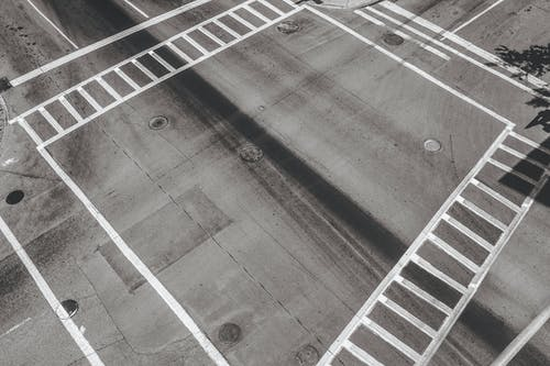 Darmowe zdjęcie z galerii z przejście dla pieszych, skrzyżowanie, ulica
