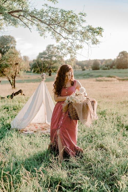 Darmowe zdjęcie z galerii z bukiet, czas wolny, fryzura, kobieta