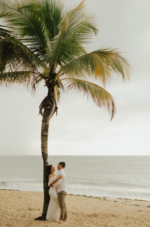 Romantic Couple at the Beach Photo Shoot